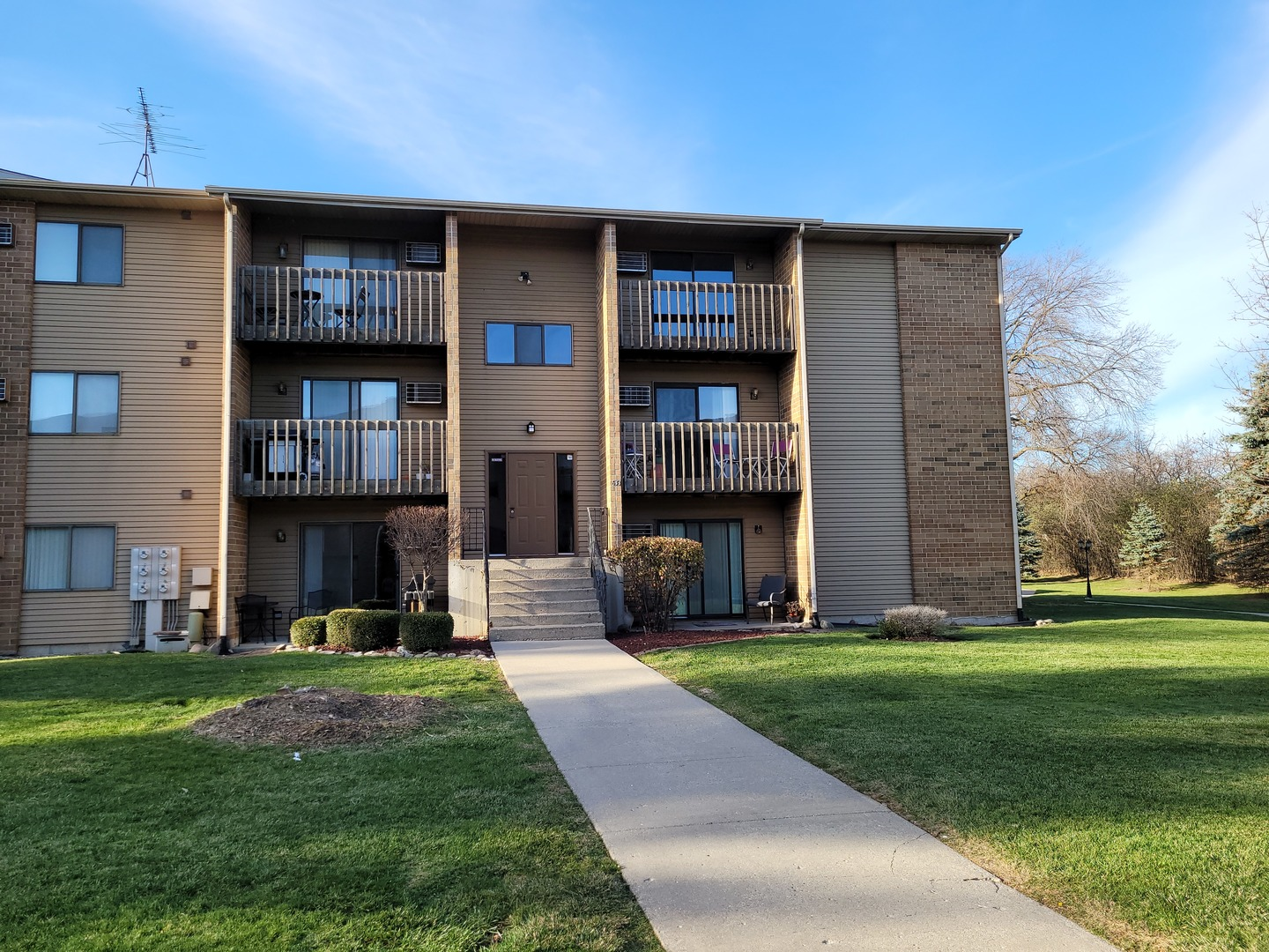 Photo for 633 Virginia Road, Unit Number 314, Crystal Lake, IL 60014 (MLS # 10937618)