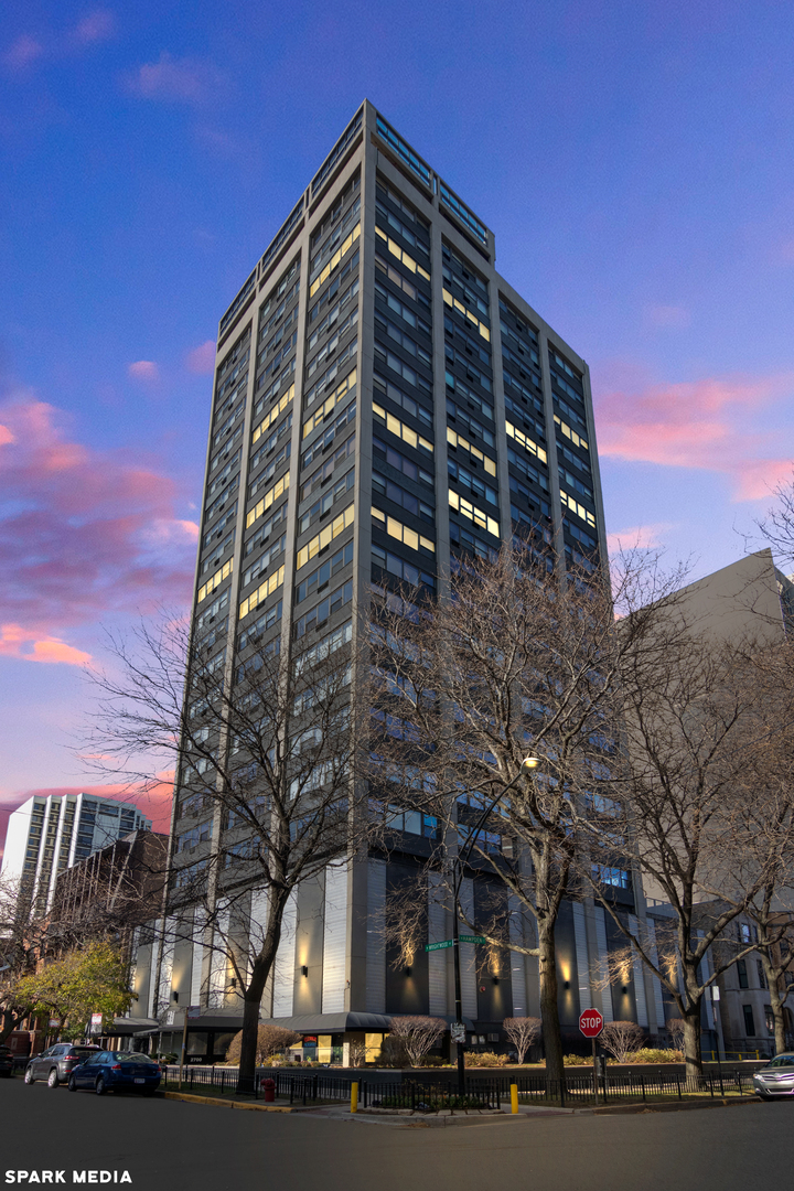 Photo for 2700 N Hampden Court, Unit Number 21C, Chicago, IL 60614 (MLS # 10939366)