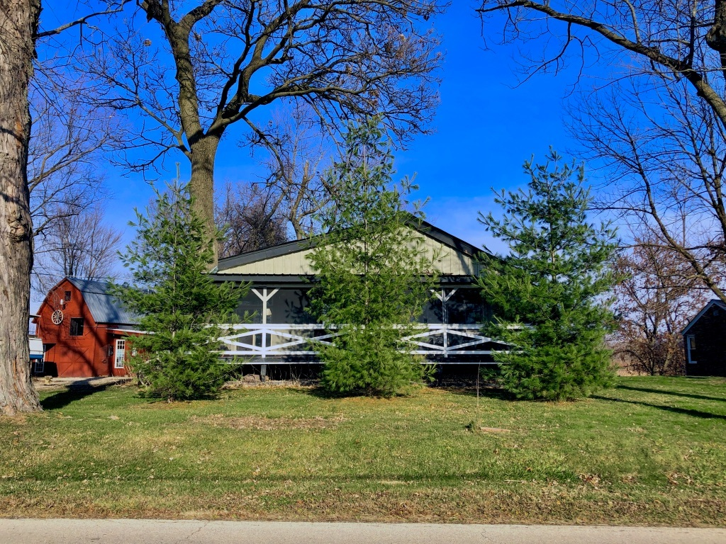 Photo for 12622 Davis Road, Woodstock, IL 60098 (MLS # 10940962)