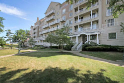 Photo of 102 SHEARWATER CT EAST, Unit 57, Jersey City, NJ 07305 (MLS # 202001587)